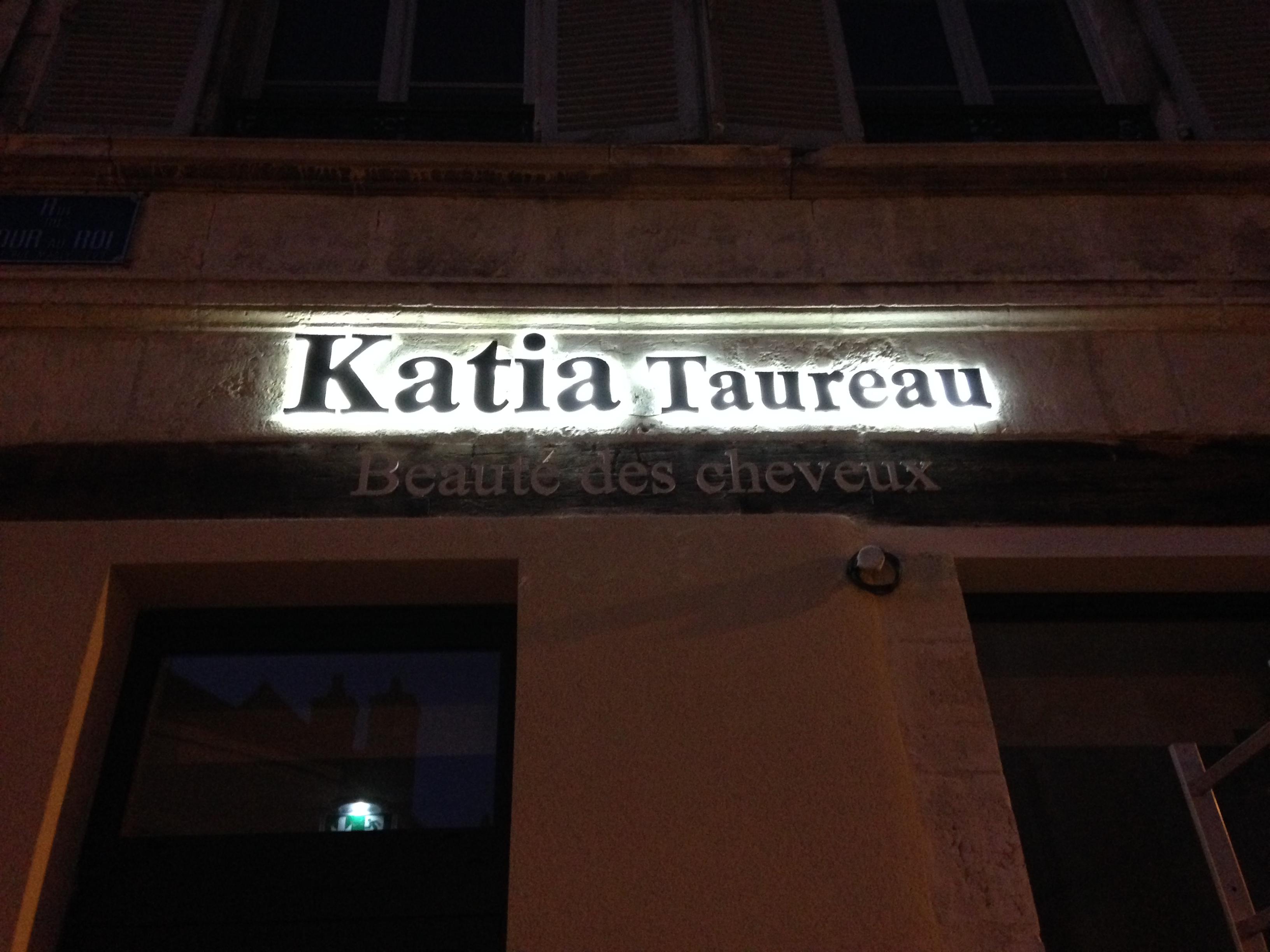 rétro éclairage LED Salon de coiffure Katia Taureau Bourges