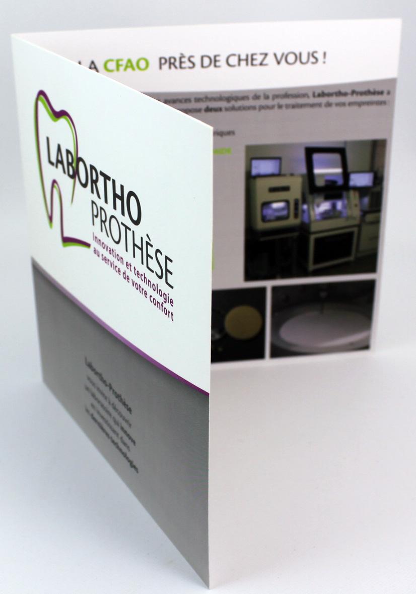 plaquette de présentation entreprise format carré Labortho Prothèse