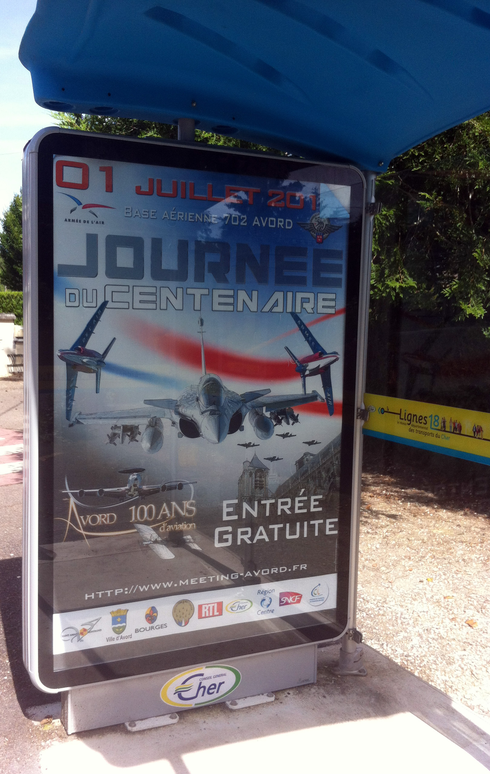 Affiche abris-bus pour la base aérienne 702 réseau Conseil Général du Cher