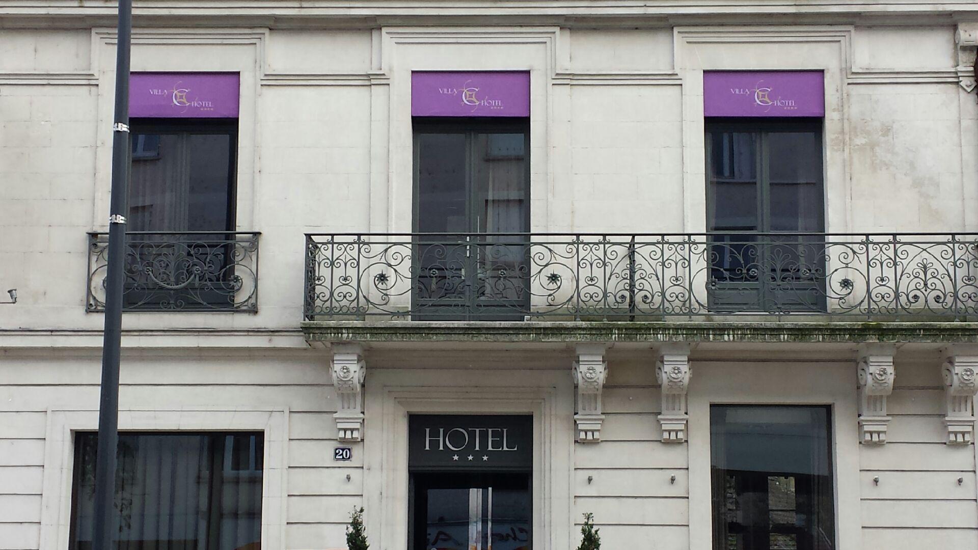 impostes de fenêtre toile nautique sur cadre bois hôtel La Villa C****
