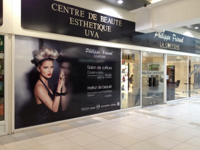 vitrine salon de coiffure Philippe Friaud Saint Doulchard