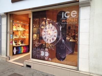 vitrine en microperforé bijouterie centre ville de Bourges