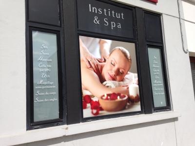 vitrine opaque pour masquer une salle de massage Beauté Paradise Bourges