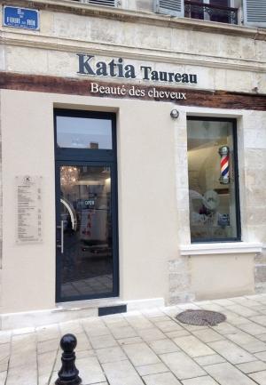 lettres découpées en PVC Salon de coiffure Katia Taureau Bourges
