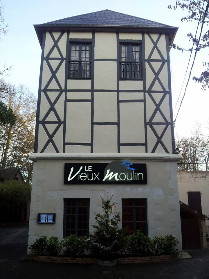 caisson lettres ajouées rétro éclairage LED Auberge du Vieux Moulin Saint Germain du Puy