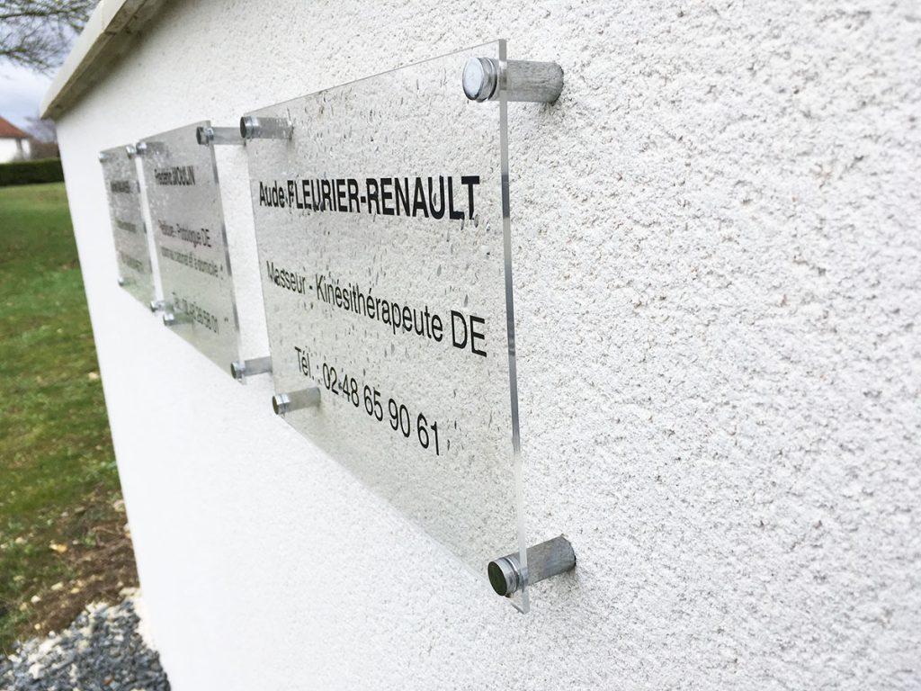 Installation de plaques plexi sur entretoises pour un cabinet de kinésithérapeute, Saint-Doulchard
