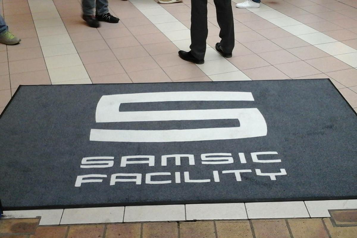 Personnalisation de tapis de sol pour entreprises et collectivités